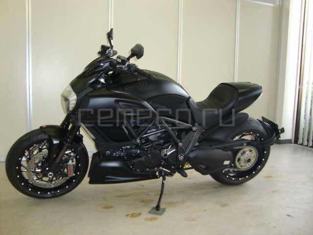 Ducati Diavel Black 3