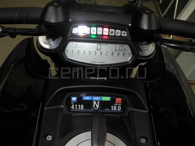 Ducati Diavel Black (24)
