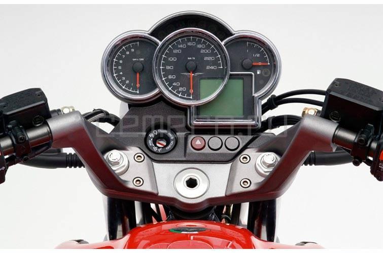 2007-MotoGuzzi-Breva1100d