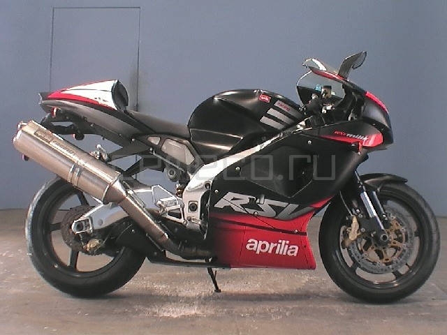 Aprilia RSV Mille 1000 R (1)