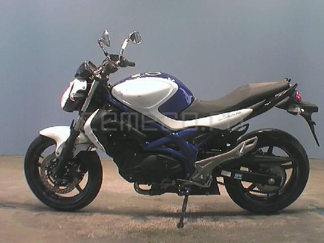 Suzuki Gladius (11)