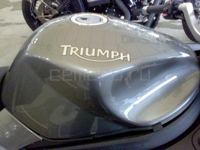 Triumph Sprint st (7)