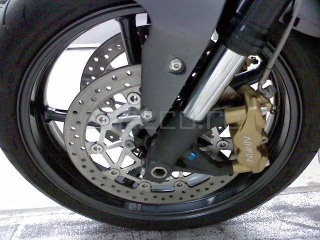 Мотоцикл Triumph Street Triple R (9)