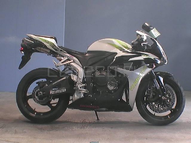 Honda CBR 600RR (1)