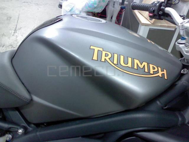 Мотоцикл Triumph Street Triple R (15)