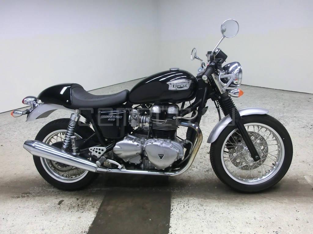 Triumph Thruxton 900 (1)