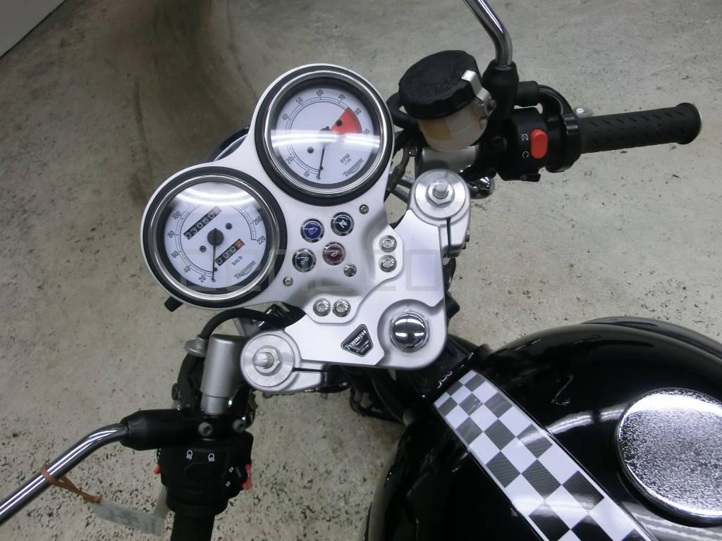 Triumph Thruxton 900 (5)