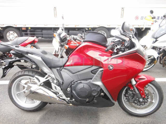 Мотоцикл Honda VFR1200F (3)