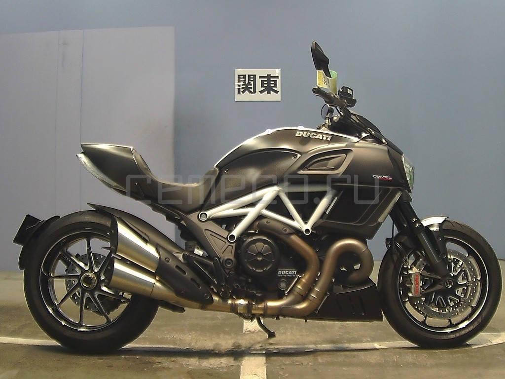 Ducati Diavel Carbon White 2014 (1)