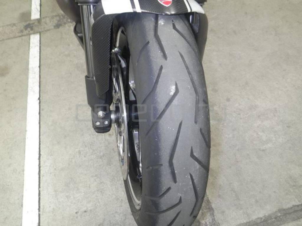 Ducati Diavel Carbon White 2014 (16)