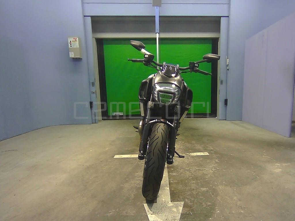 Ducati Diavel Carbon White 2014 (3)