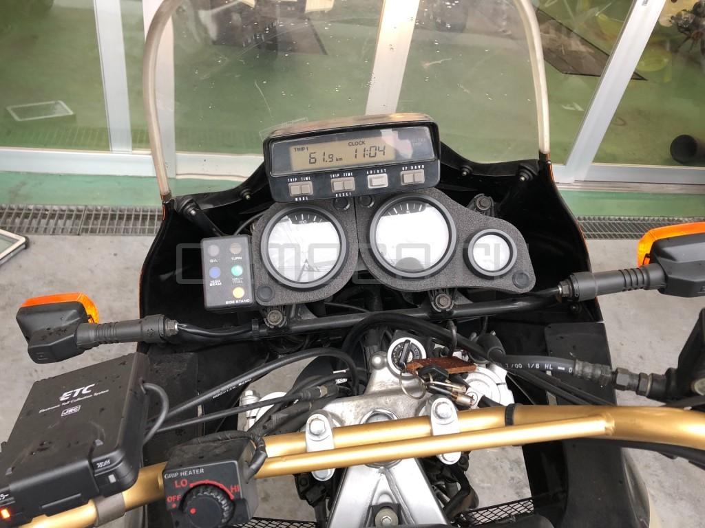 Honda AFRICA TWIN 750 22246 (4)