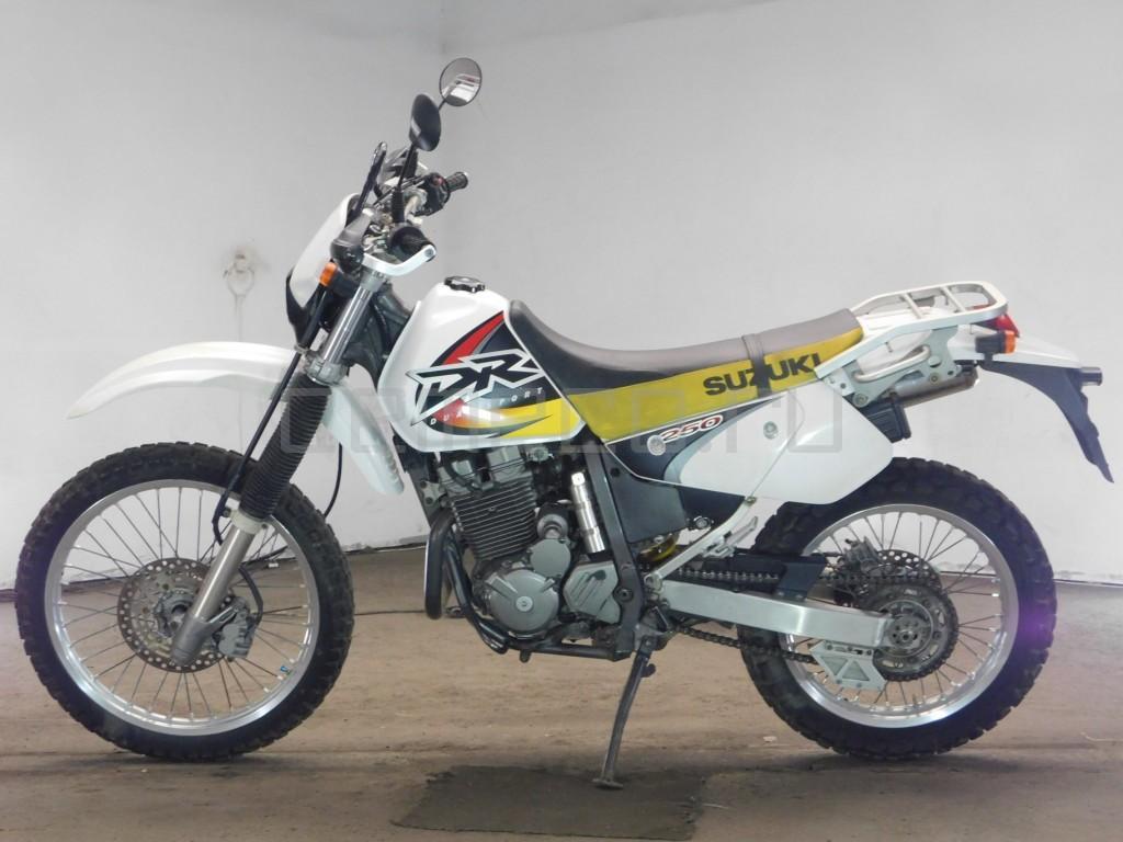 Suzuki DR250R 23017 (3)